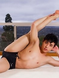 Model Jamie Sanders is at home practicing some yoga when the mood strikes him to jerk off